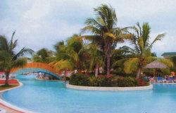 Весь остров занят одним отелем