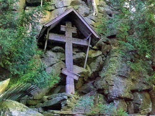 Святой остров. Пещера и крест XVIII в.